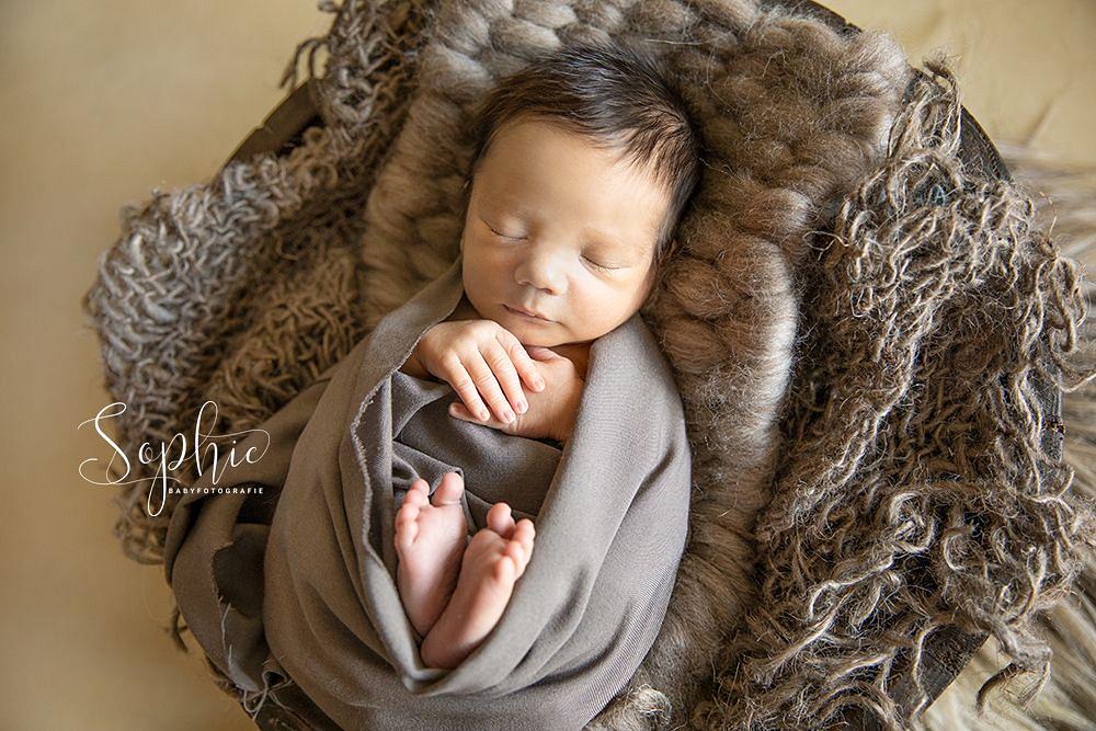 tijdens een newbornshoot is het ook mogelijk foto's te maken zonder mutsje