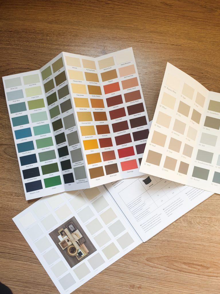 een kleurenkaart voor het bepalen van de juiste kleur voor een zelfbouw prop of kratje voor newbornshoots of babyshoots